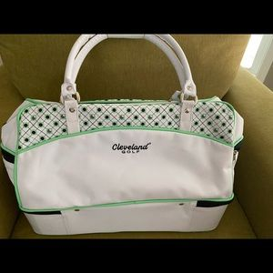Golf tote with full pocket on bottom front and sides.excellent condition